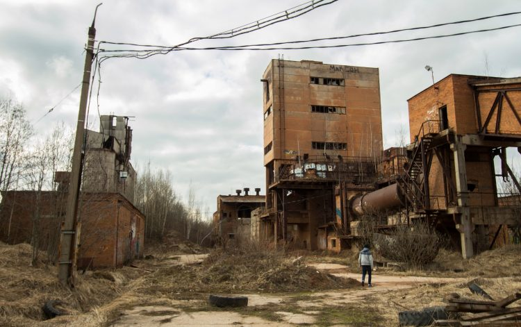 Заброшенное производство в промышленном районе