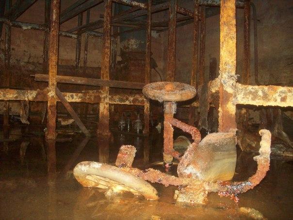 Заброшенное бомбоубежище в промышленной зоне Смоленска