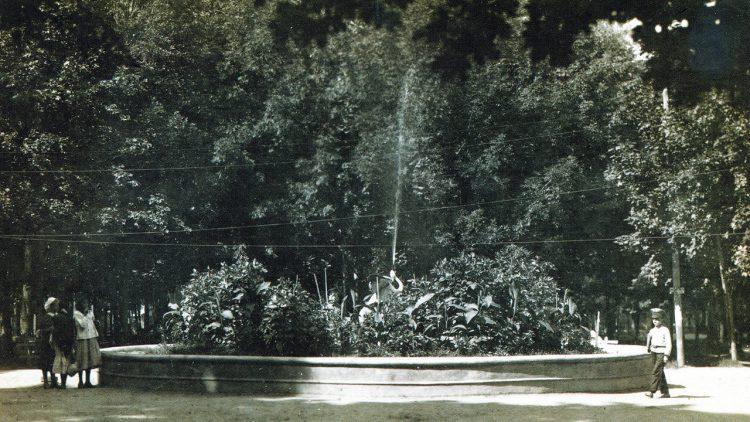 Превращения фонтана на Блонье сквозь столетие