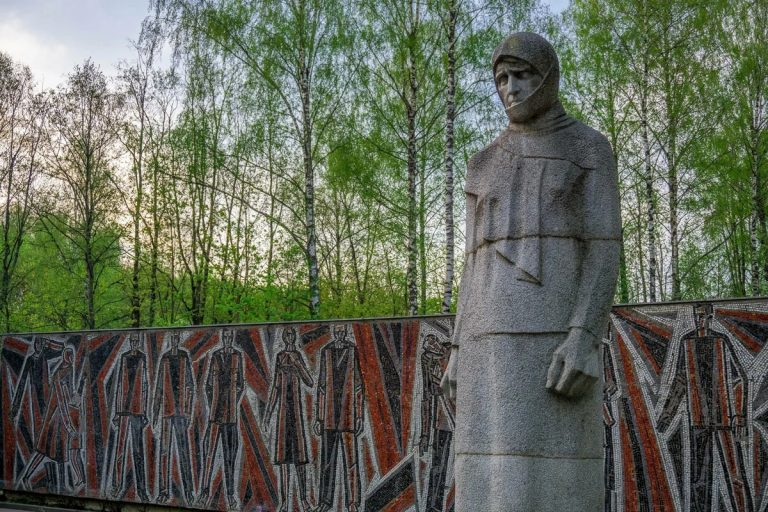 Памятник Скорбящей Матери в Реадовском парке, Смоленск
