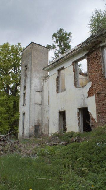 Усадьба в посёлке Александрино Новодугинского района
