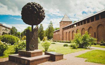 «Опаленный цветок» – памятник детям-узникам фашистских лагерей