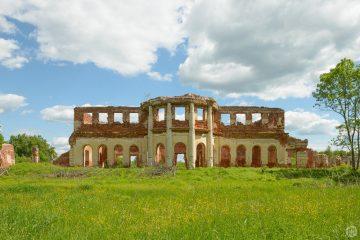 Полуразрушенная усадьба Голицыных 1790-1800 гг.