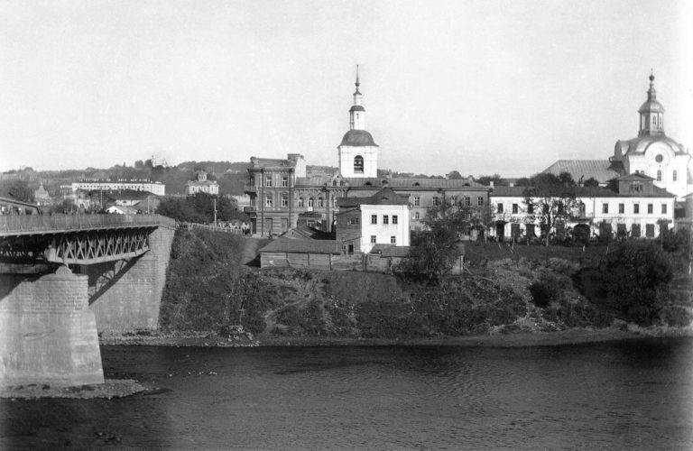 Железный мост и Нижне-Никольская церковь. 1900-е
