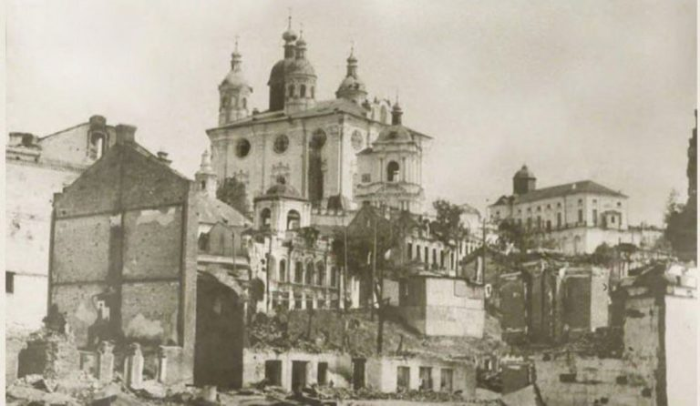 Вид на Собор со стороны улицы Соболева. Послевоенное фото