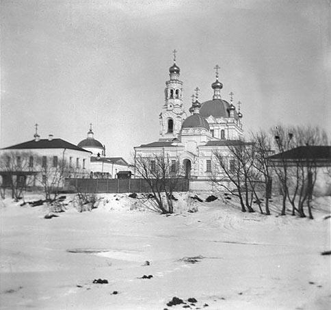 Благовещенский собор и Тихвинская церковь