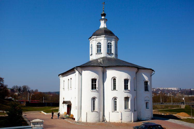 Золотой век земли смоленской. Церковь Иоанна Богослова и «церковь Пятницы наМалом Торгу»