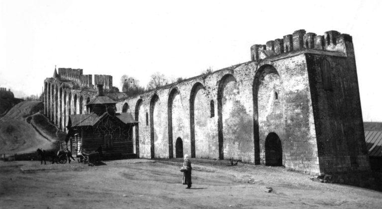 Крепостная стена между Большим Казанским и Малым Пятницким проломами. 1909