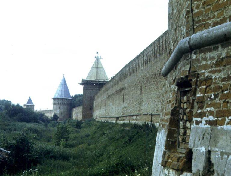 Шатры на крепостных башнях, 1982