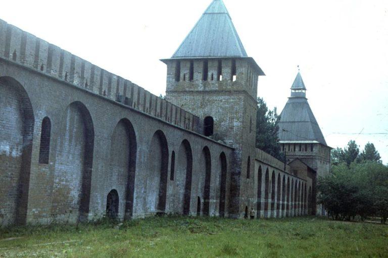 Отремонтированный участок стены, 1982