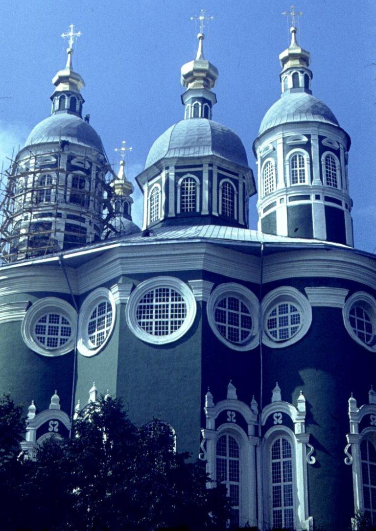 Густой зелёный цвет Успенского собора, 1982