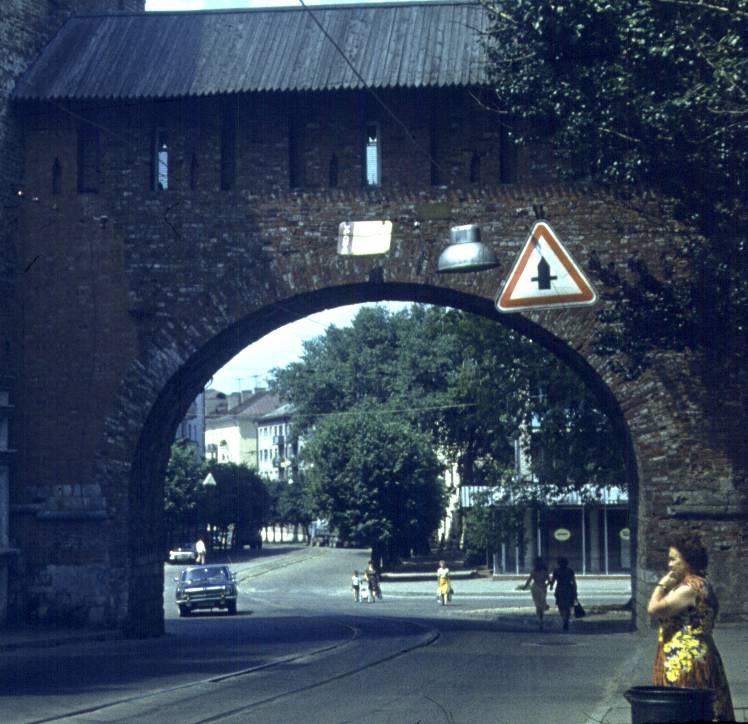 Никольские ворота и трамвайные пути, 1982