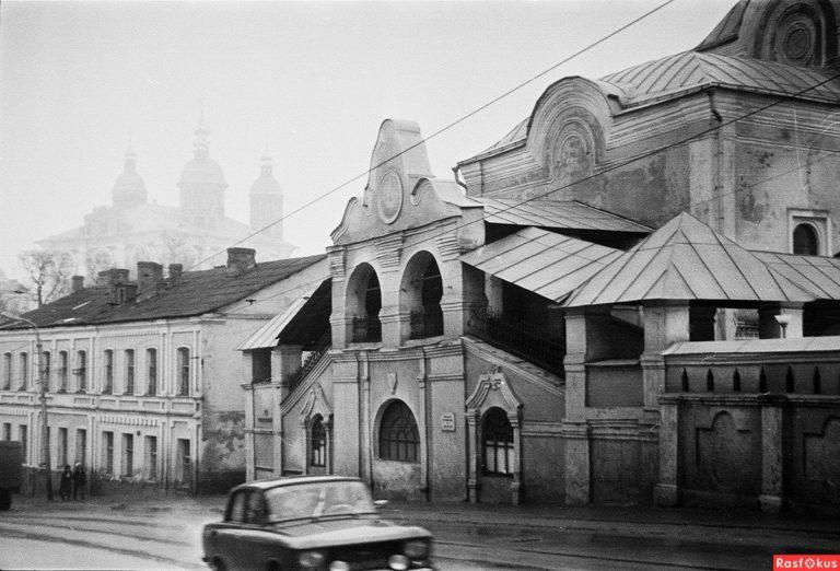 Спуск по улице Большая Советская. Троицкий монастырь. 1988