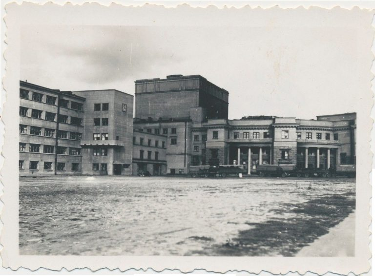 Казармы захватчиков в Доме Советов во времена оккупации