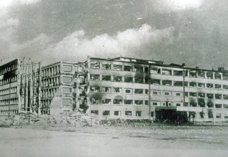 Фотография Дома Советов после освобождения города