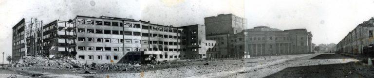 Разбомбленное при освобождении Смоленск здание Дома Советов
