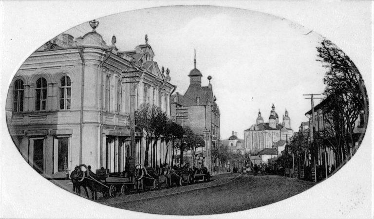 Смоленск. Благовещенская улица. Дом купца Павлова — слева