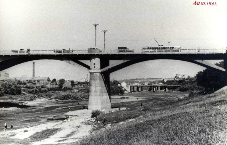 Трамвай на мосту, 1961