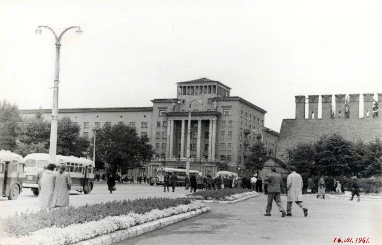 Трамвай на площади Смирнова, 1961