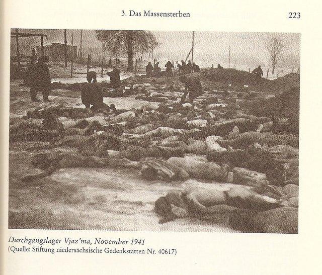 Смертность тут достигала 200-300 человек в сутки. Погибших просто сбрасывали в ямы