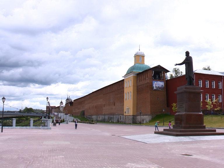 Церковь Тихона Задонского, наши дни. На стене — баннер «Земля Патриарха»