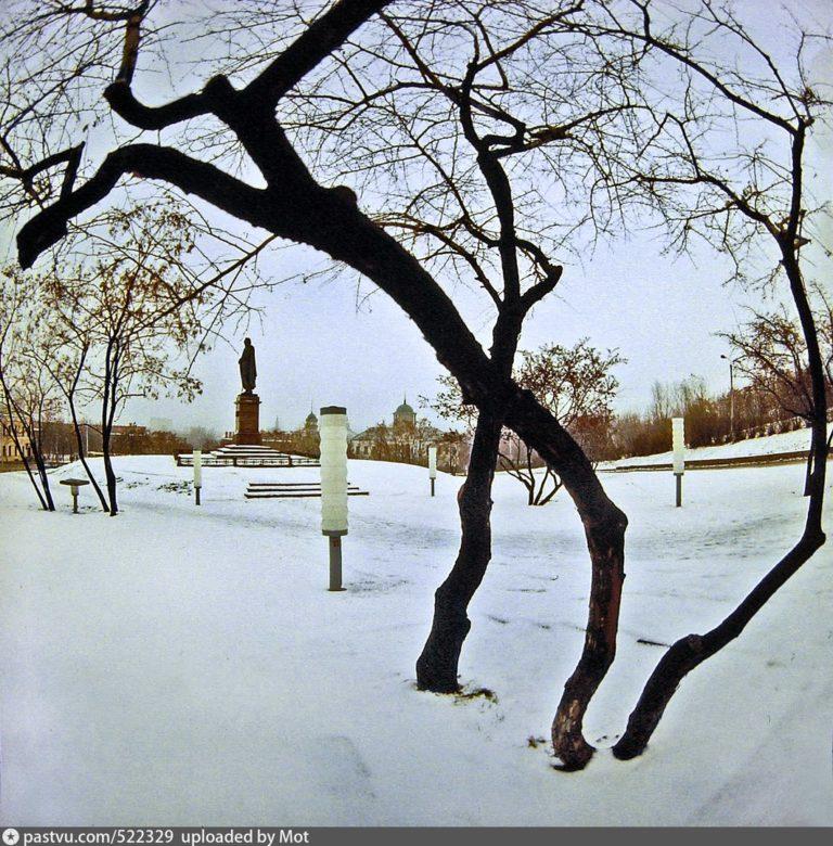 Сад у памятника Кутузову, 1980-1985