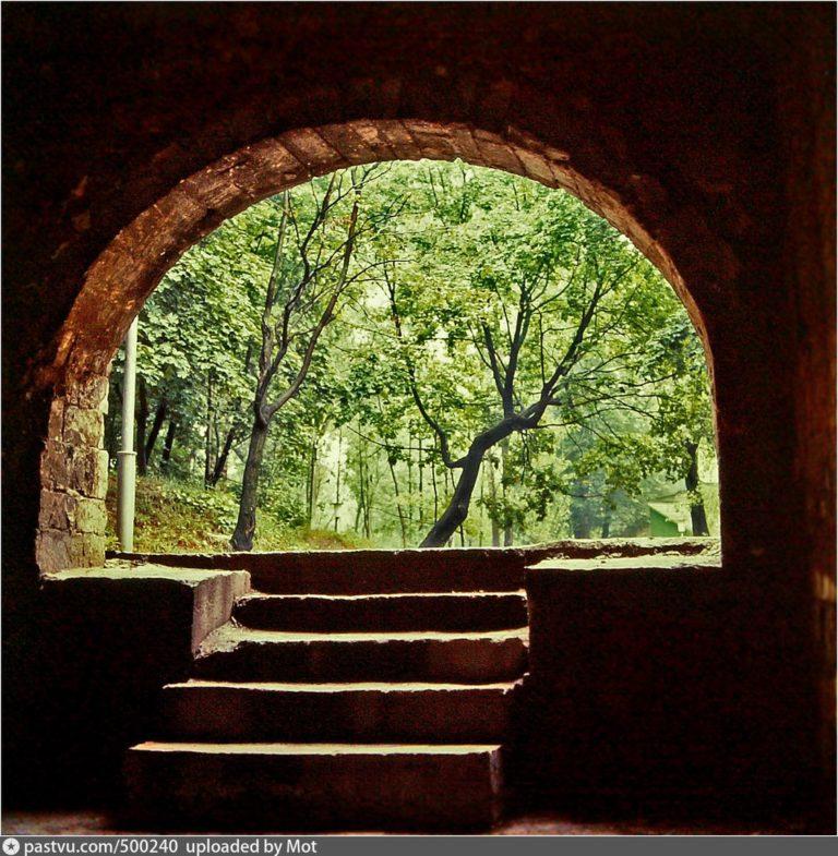 ЦПКиО. Вид в сторону парка из входа в Копытенскую башню, 1971-1980