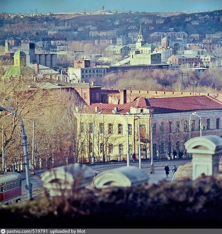 Вид на Большую Советскую и Заднепровье от соборной лестницы, 1972-1975
