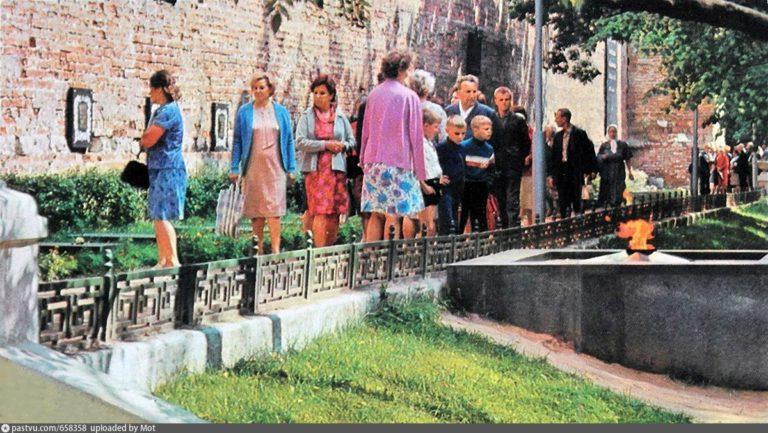 Сквер Памяти героев, Вечный Огонь, 1969-1974