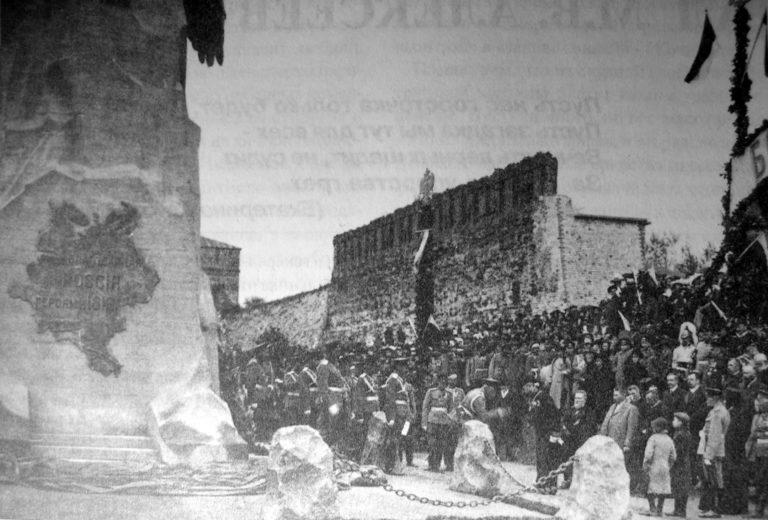 Церемония открытия памятника героям 1812 года