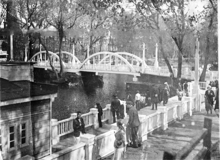 В парке культуры и отдыха, 1930-е годы