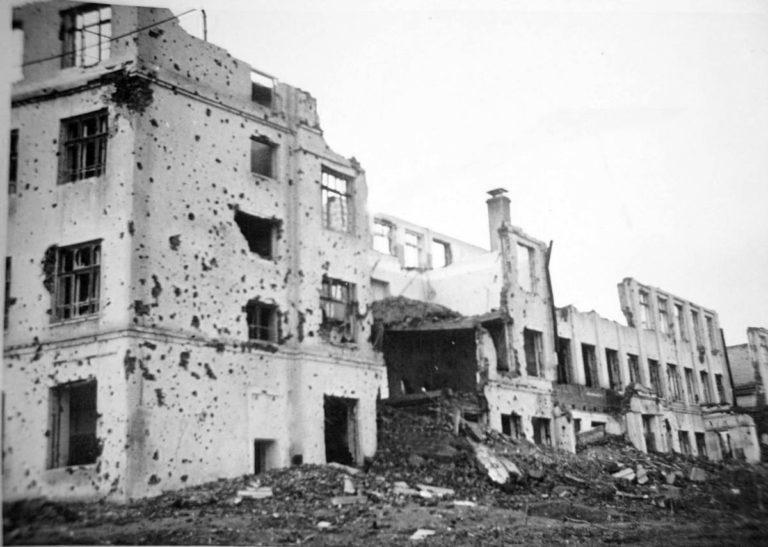 Фотохроника: Смоленск освобождённый, - заминированный и подорванный