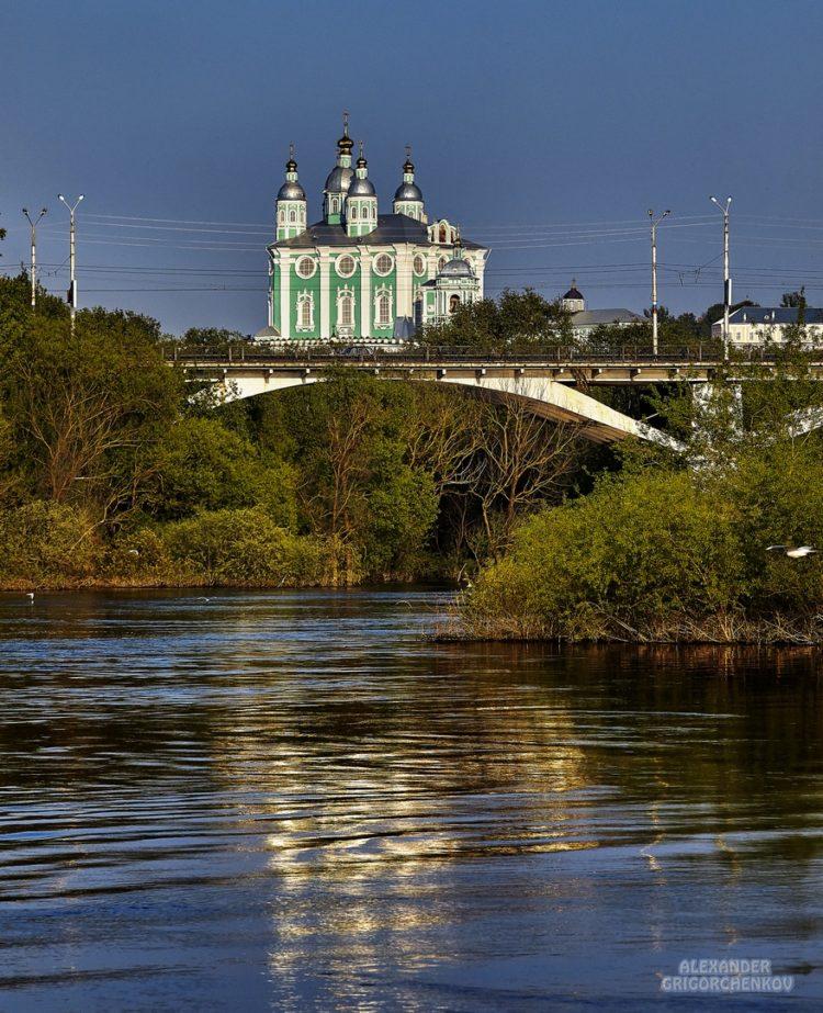 Необычный ракурс моста на Дзержинского