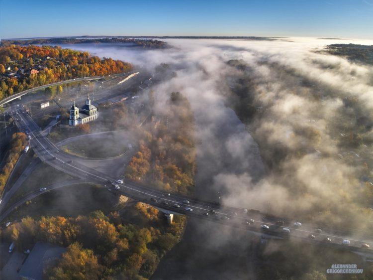 Крестовоздвиженский мост под облаками