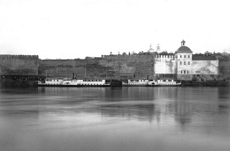 Стоянка пароходов у церкви Тихона Задонского. 1905