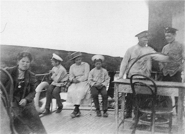 На палубе парохода «Удалой», 1913 год. Фото Е.Н. Клетновой.