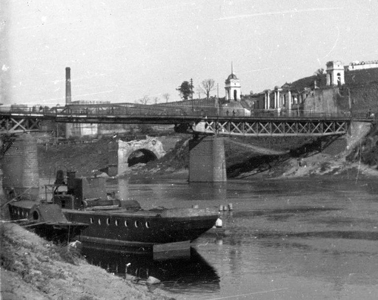 Колёсный пароход на Днепре в годы Великой Отечественной войны