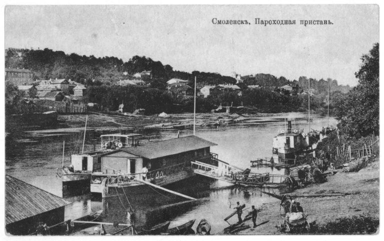 Вид с северной стороны реки Днепра на пароходную пристань и западную часть города.