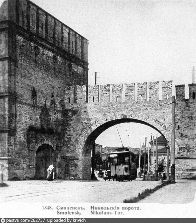 Арка в Никольских воротах для проезда трамвая, 1905-1907 года
