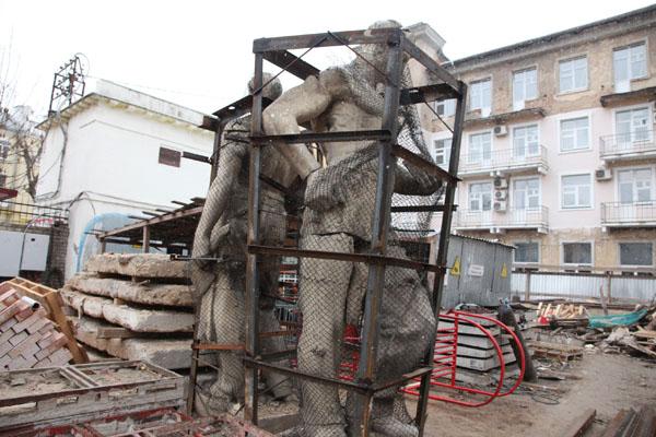 Было-стало: статуи на здании гостиницы Смоленск, ныне - арбитражного суда