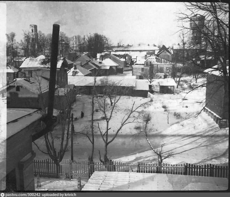 pastvu.com, 1941–1943, на переднем плане – Запольная улица