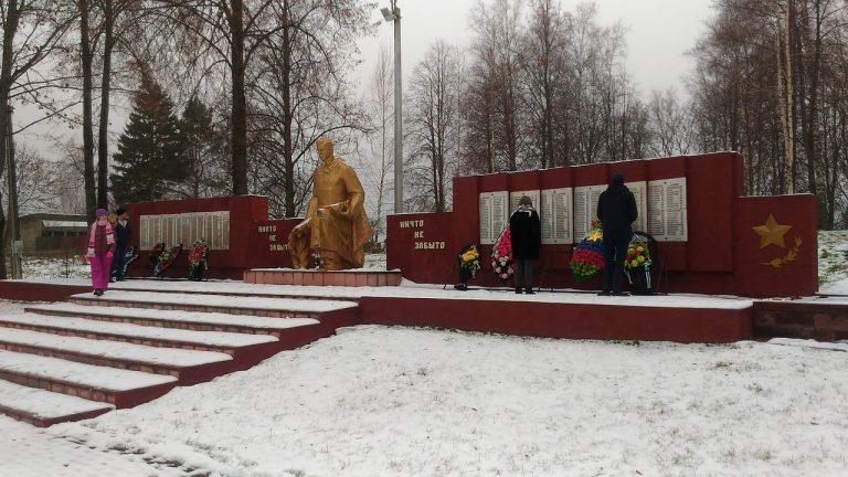 Мемориальный комплекс 6 Героям Советского Союза в селе Микулино Руднянского района