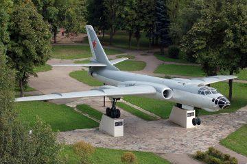 История самолёта ТУ-16 на Багратиона, или откуда в Смоленске взялся «барсук»