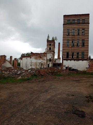 Здание бывшего спиртзавода, деревня Крапивня, Монастырщинский район Смоленской области